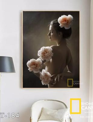 Tranh Canvas Mộng phù hoa Thiếu nữ bên hoa hồng WT-184